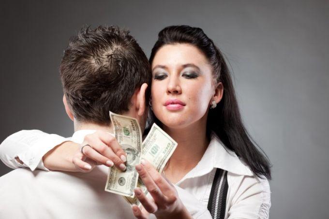 девушка потеряла деньги и её парень предложил отдаться его другу